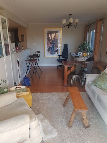 Gorgeous one bedroom..bright and homey
