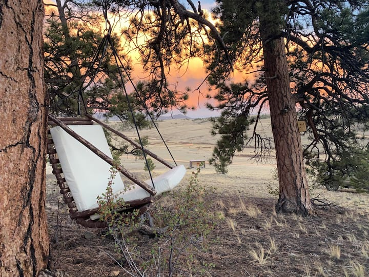 RavensRest: Great Views, Cozy Cabin, Room to Roam!