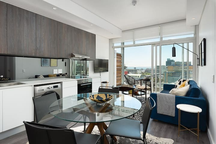 City apartment with balcony and amazing city views
