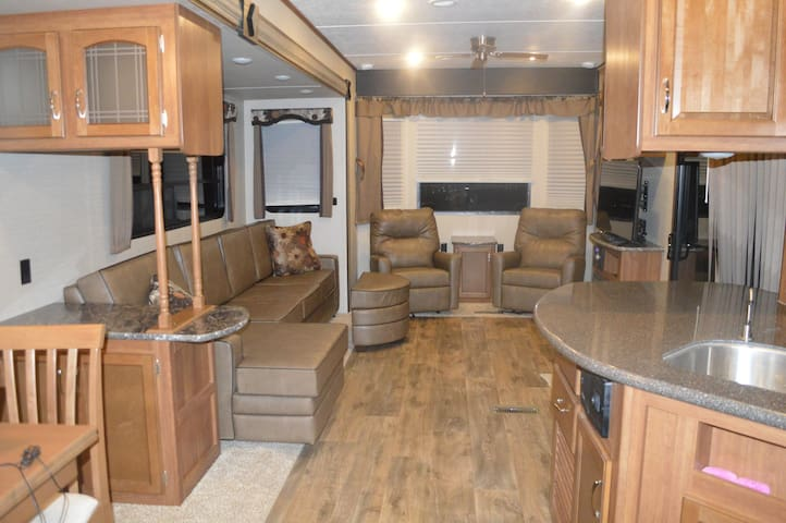 Outdoor Glamping : New Destination Residence RV - Moab - Camper