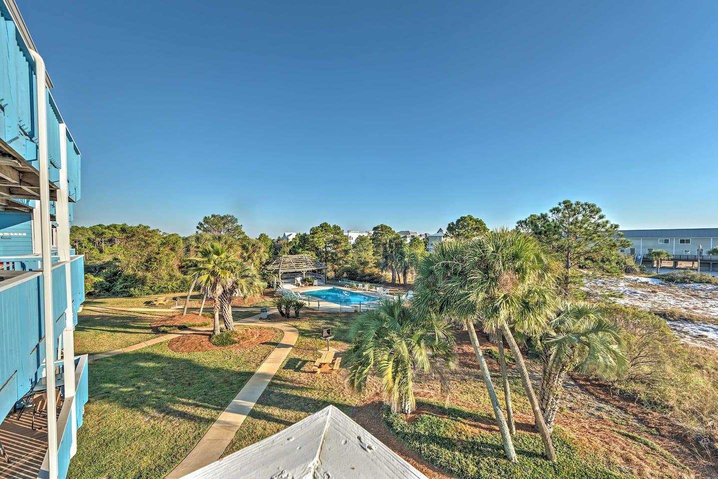 Experience the best of Florida at this Santa Rosa Beach vacation rental studio!