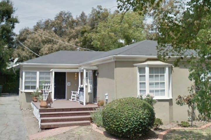 NEW LISTING ☆☆☆SiMPLY PASADENA!☆☆☆ Prime LOCATION!