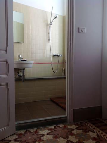 La salle d'eau à l'intérieur de la Grande Chambre