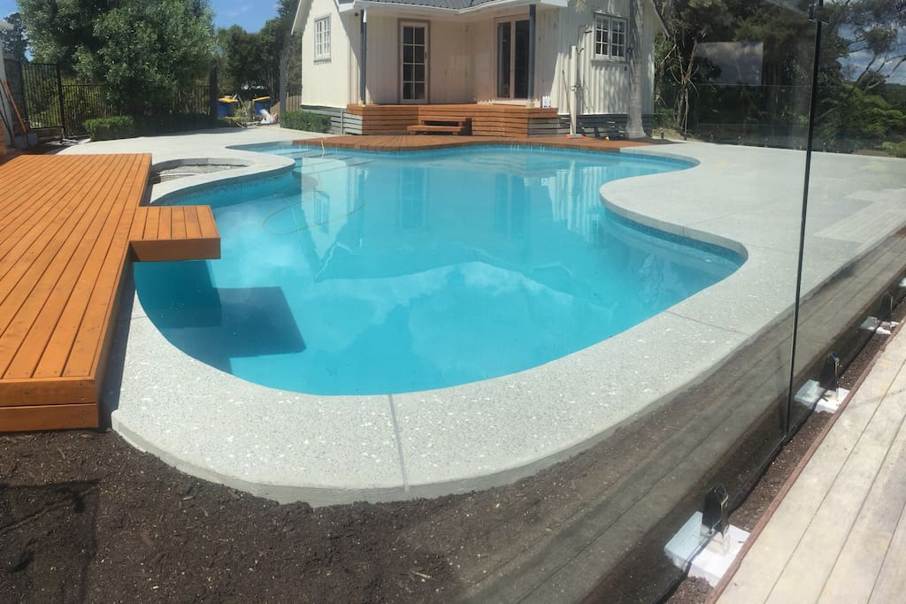 Newly renovated pool and surrounds - pool is kept at a toasty 30 degrees celsius (86F)