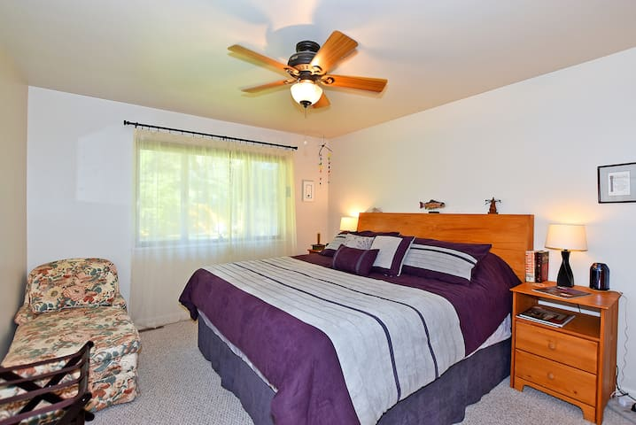 Comfortable king bed and choice of pillows in the master bedroom for a restful nights sleep or a comfortable power nap before heading to Old Town to enjoy the nightlife of downtown FoCo.