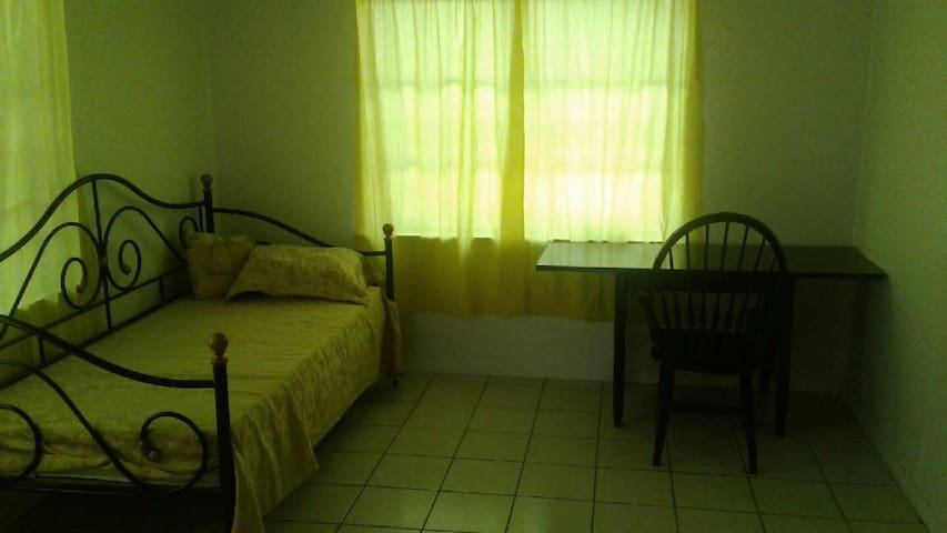Furnished rooms utili. /wifi included weekly /mo