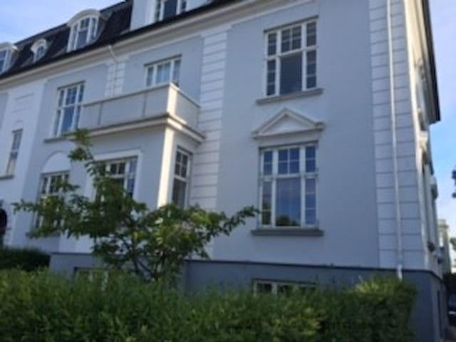 Luksus lejlighed med bedste beliggenhed i Hellerup - Hellerup - Apartment