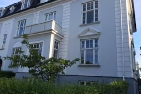 Luksus lejlighed med bedste beliggenhed i Hellerup - Hellerup