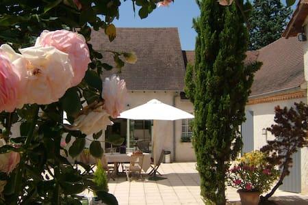 Charme et Détente à La Grèlerie - Saint-Geyrac - House