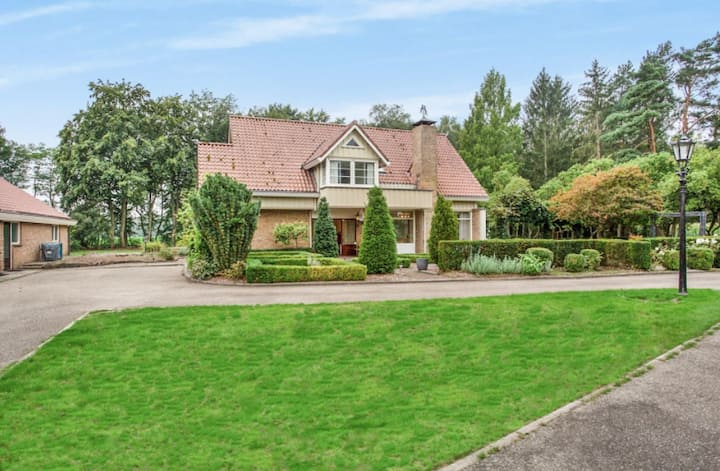 Villa with Swimming Pool and Jacuzzi near Enschede