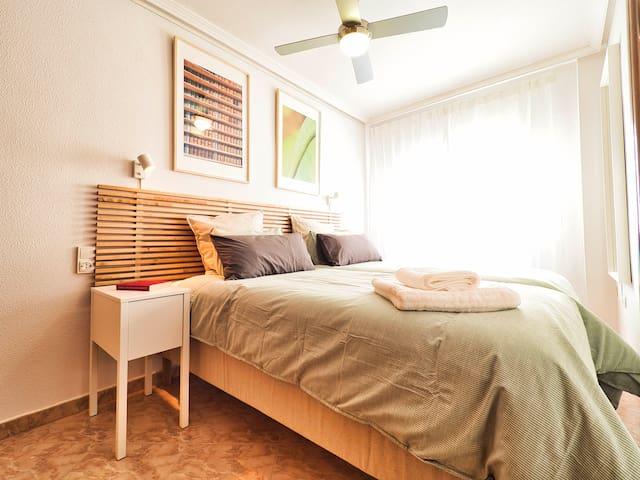 Dormitorio con dos camas de 90x200. Déjalas juntas o sepáralas, ¡lo que más te guste!