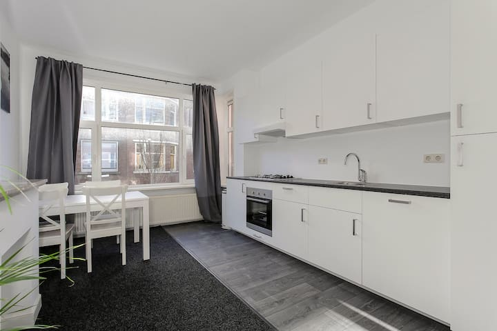 Completely Renovated Apartment nearby Station - Den Haag - อพาร์ทเมนท์
