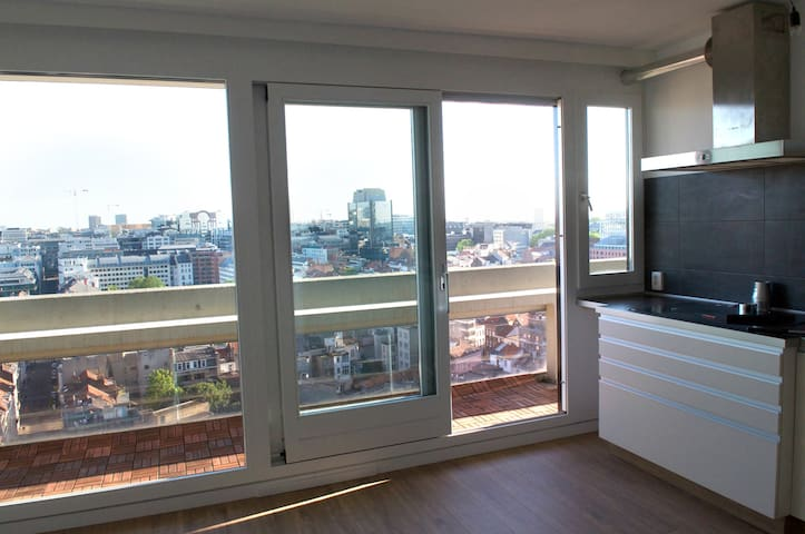 20th Fl 2BR apt. EU Quarter/Madou 10min walk to EU - Bruxelles - Apartment