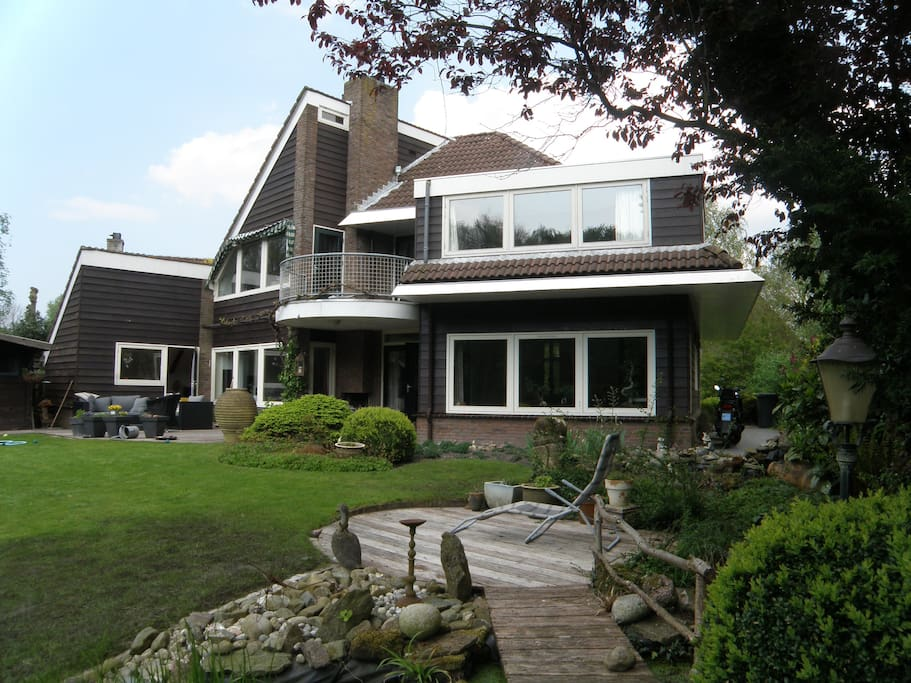 Achteraanzicht villa