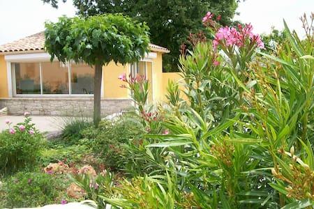 chambre en Provence Verte chez une Artiste peintre - Brignoles