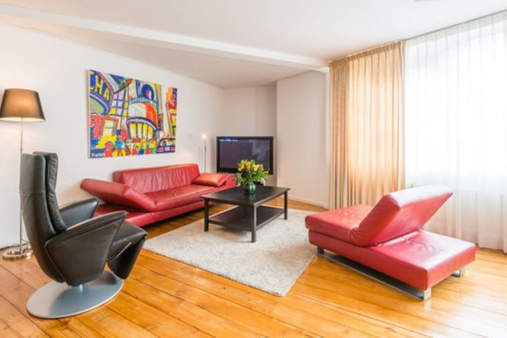 Ample livingarea with 60' tv