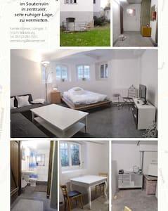 kleines Zimmer im Souterrain - Bückeburg