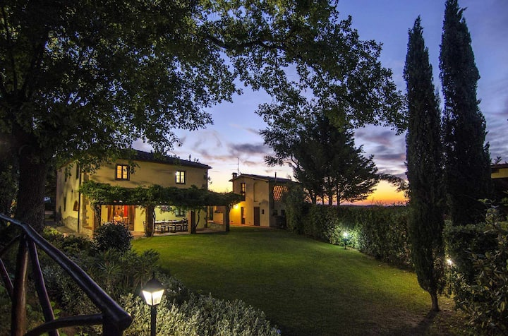 Charming villa (sleep 15) with garden and pool in Tuscany