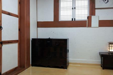 Han guest house Room.2(Ran-sil) - Seoul - Bed & Breakfast