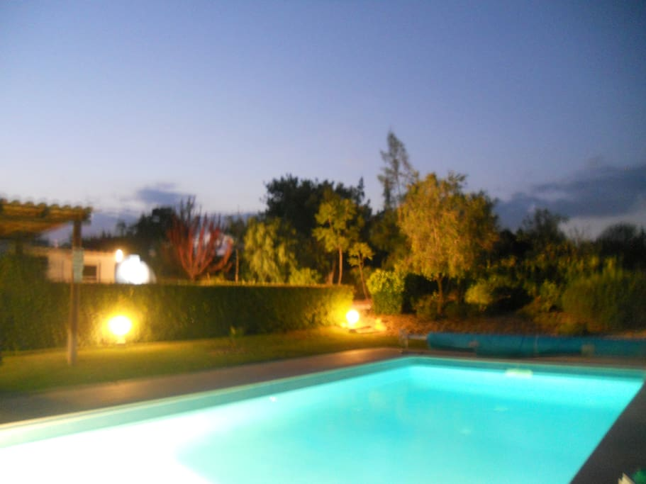 The pool can also be illuminated at night for romantic dining