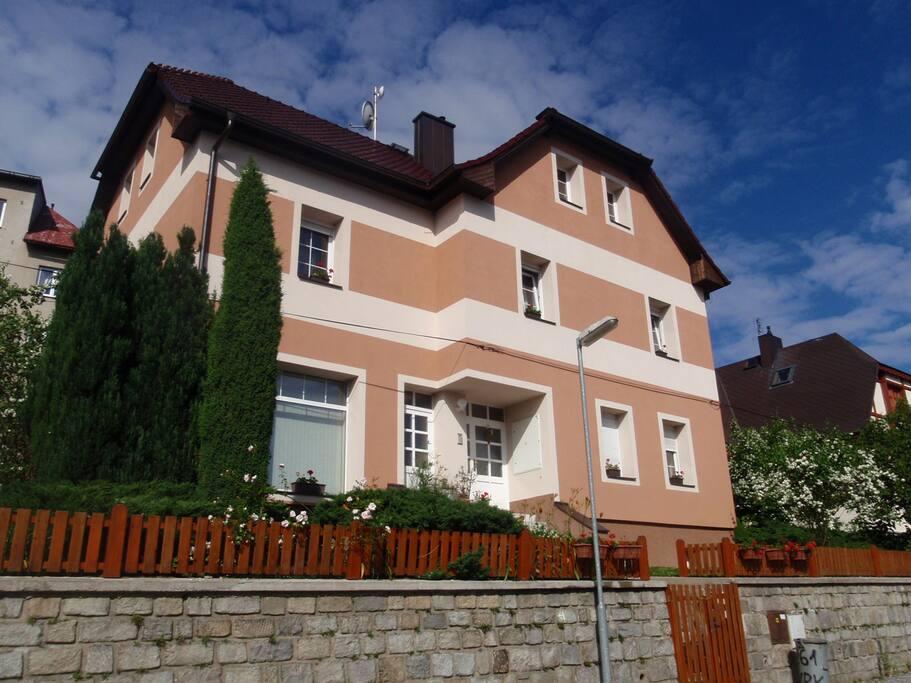 Pohled na dům ve Vimperku