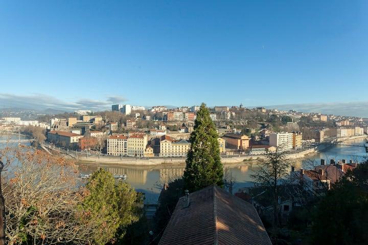 Atypique, Lyon centre vue sur Saône