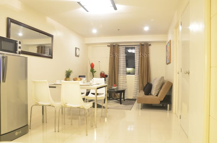Comfortable 2-bedroom condo in QC! - Quezon City - Apartment