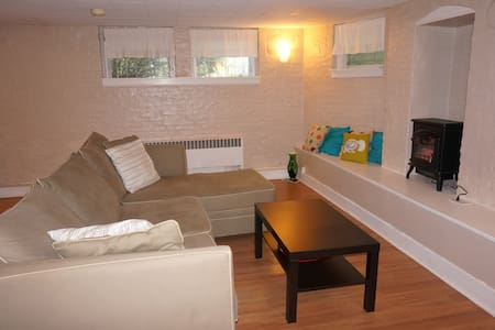 Spacious 1 bedroom apartment with private entrance - South Orange - Huoneisto