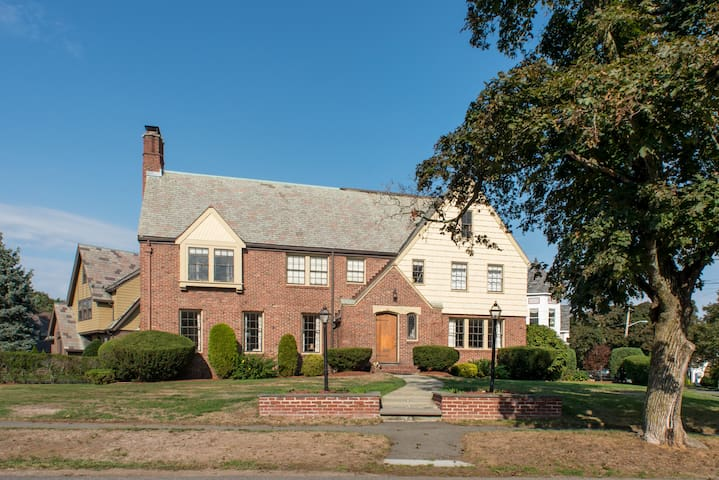 Large apartment in a 1930's Mansion - West Medford - Medford - Other