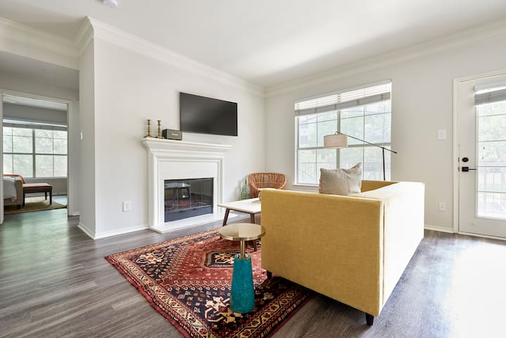 Sonder | South Congress | Vibrant 2BR + Balcony