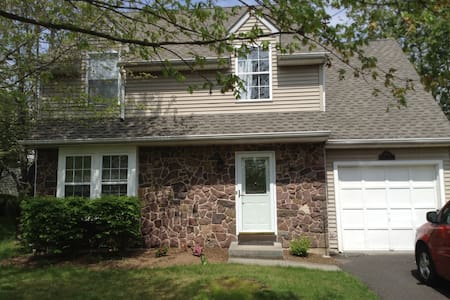 Bedroom, Private Bath  (Furnished) - Doylestown - Dom
