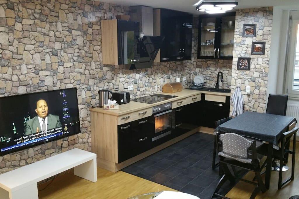 Küche mit Fernseher