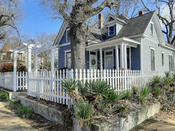Restored 1905 Victorian Cottage Near Central High