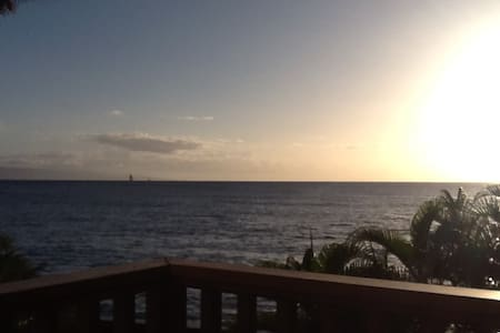OCEANFRONT-hear the waves crashing! Rare 1 bedrm - Lahaina - Apartment
