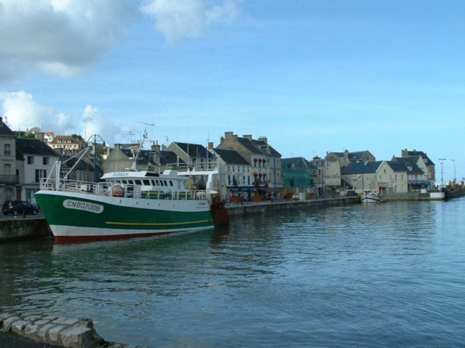Port en Bessin inner harbour