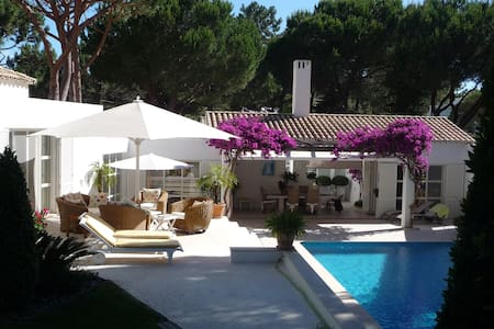 Stately home located in Quinta  - Almancil