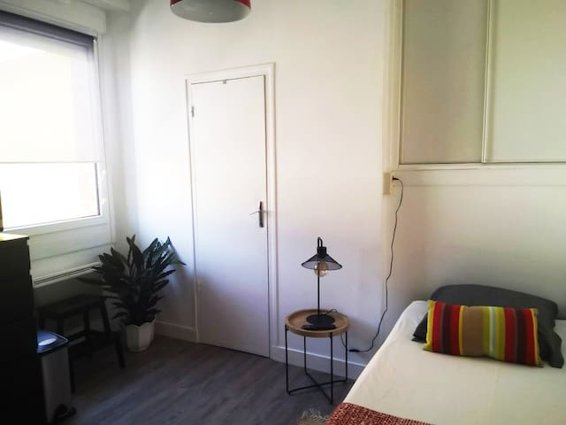 VERN 1 - Cozy studio near STATION AND TOWN CENTER