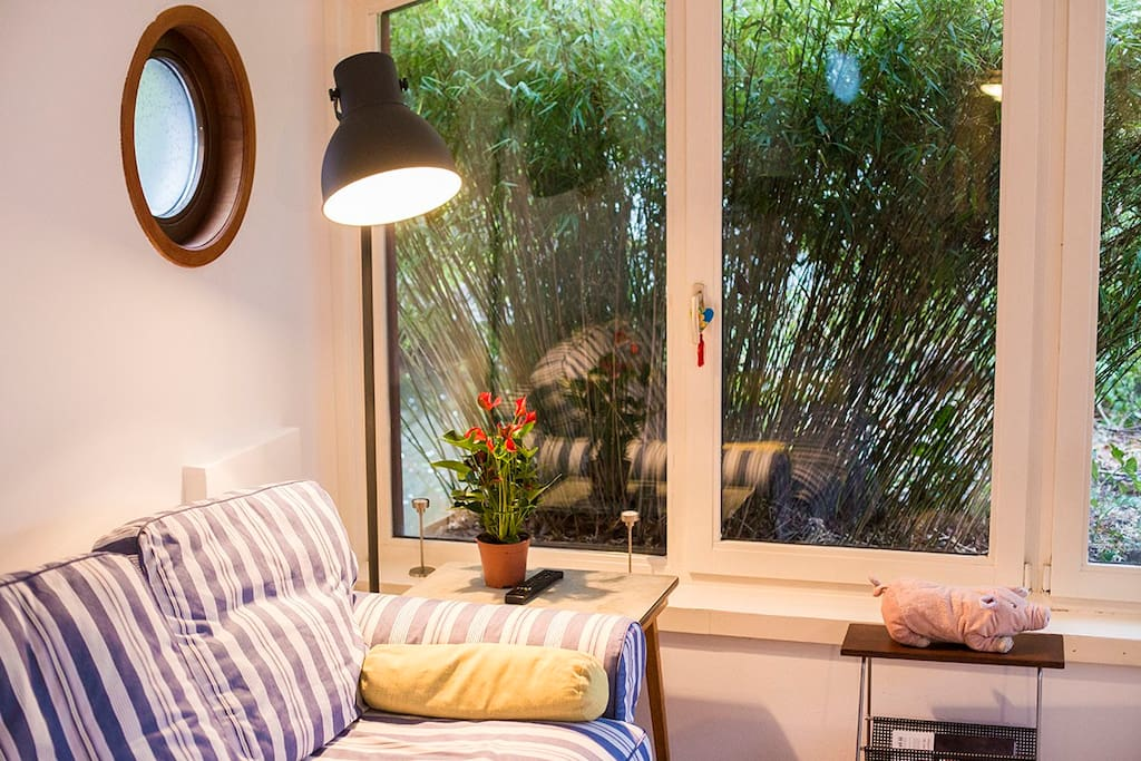 Livingroom with view over the floating garden.
