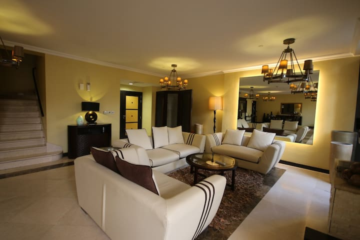 4 BEDROOM BEACH Villa in JBR, Rimal - Dubaj - Dom