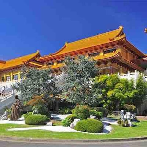 Local Places to visit    Stroll through the peaceful Nan Tien Buddhist Temple: 10 mins away