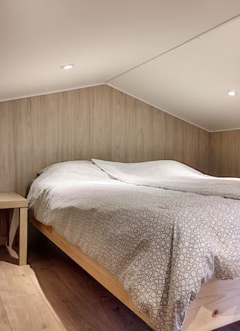 Chambre à l'étage avec deux lits de 80