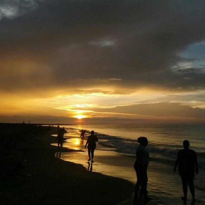 Buen clima, sencillez, playa, arena