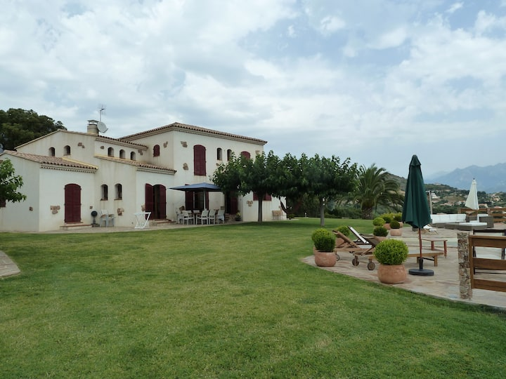 Villa magnifique sur 15ha vue golfe d'Ajaccio