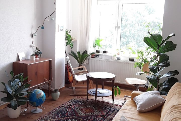 Bright Urban Garden Apartment