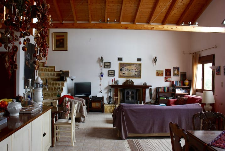 Quiet room in country home - Atalanti - House