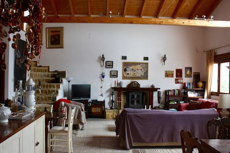 Quiet room in country home - Atalanti