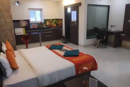 1bhk Studio Homely Suite Room