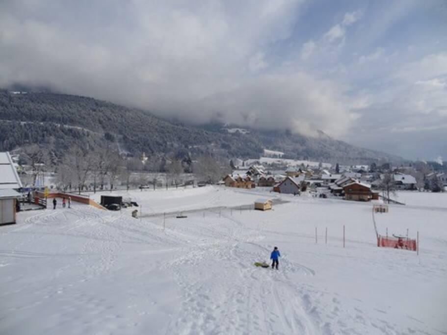 Foto vanaf de skiopiste. Casa Mariti is duidelijk zichtbaar (links op de foto)
