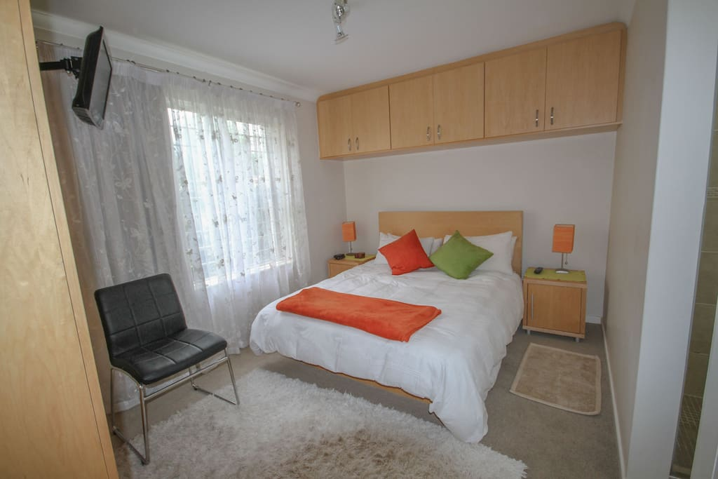 Gorgeous private room with double bed, TV and Apple TV