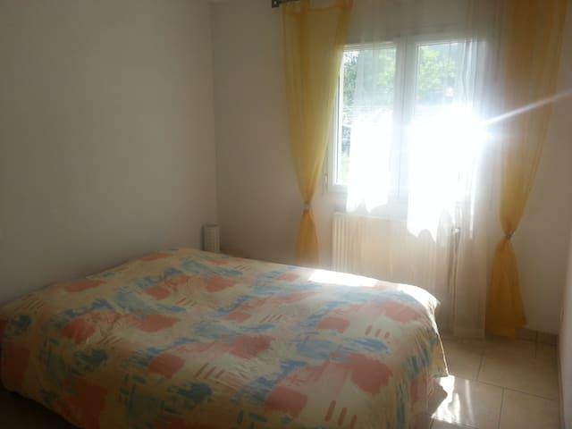 chambre privée calme à Riom - Riom - Hus